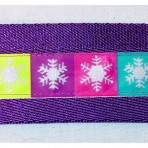 2MC923 Colorful squares of white glittering snowflakes