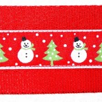 2MC939 Snowmen on red with trees