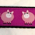 1MC582 Portly Pink Pigs on Purple