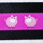 2MC582 Portly Pink Pigs on Purple
